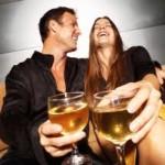 genieten van een wijntje tijdens een uitje in Amersfoort.