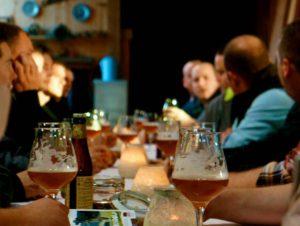 vrijgezellenfeest met bierproeverij
